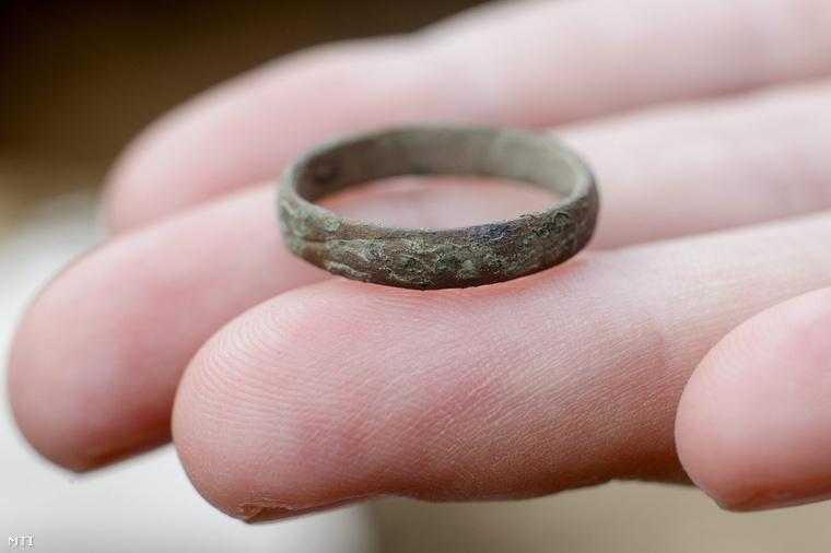 az emberi gyűrű tipikus jelei