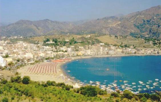 biztonságos giardini naxos strand)
